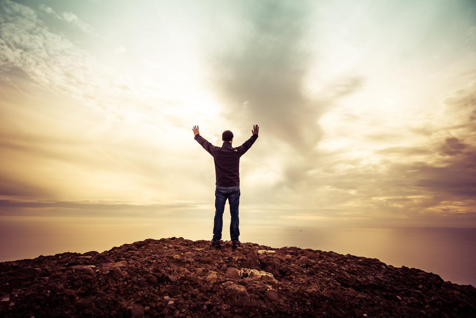 Reflexión Pastoral: Todo aquel que busca el rostro de Dios, conoce de Él una nueva dimensión - Pastor Sammy