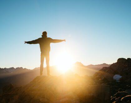 Reflexiones de Esperanza: Dios nos habla en medio de las crisis y de las tribulaciones (Parte IX) – Cuando Dios nos honra: los resultados de la misericordia y la gracia